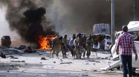 Attentato a Mogadiscio, oltre 300 morti (Lapresse)