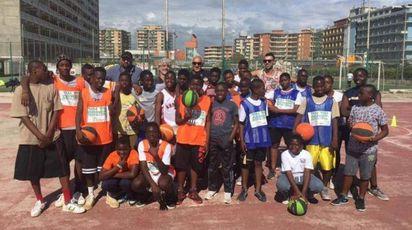 La squadra di basket Tam Tam di Castel Volturno (Ansa)