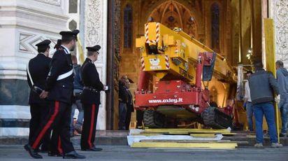 I soccorsi in Santa Croce (Ansa)