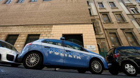 Roma, polizia davanti all'Istituto di Santa Maria (LaPresse)