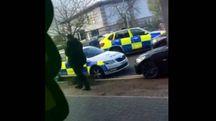 Nuneaton, polizia davanti al  centro commerciale (Twitter @RT_com)