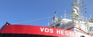 Perquisizioni a bordo della nave Vos Hestia di Save the children - Ansa