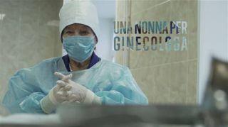 Ecco Roza, la ginecologa più anziana del mondo