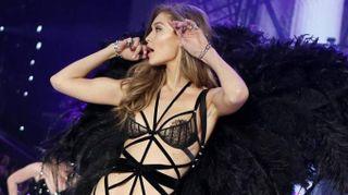 Victoria's Secret sfila a Shanghai, ma l'angelo Gigi Hadid non ci sarà