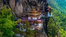 Il Monastero di Taktsang, in Bhutan – Foto: prasit chansarekorn/iStock