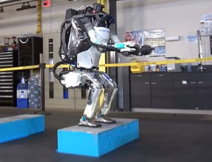 Tre, due, uno: salto! (Foto: Boston Dynamics/YouTube)