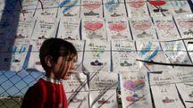 Argentina, i disegni dei bambini sulla tragedia del sottomarino scomparso (Afp)