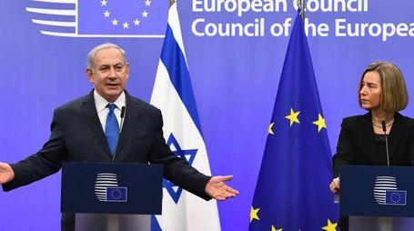 Benjamin Netanyahu e Federica Mogherini (Afp)