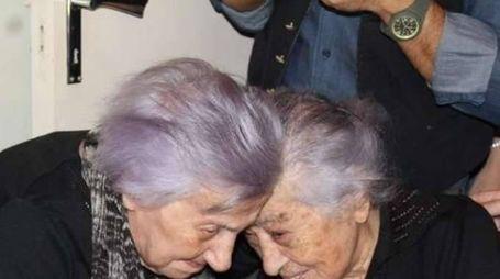Festeggia 106 anni con sorella di 112