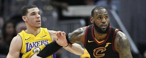 LeBron James e Lonzo Ball (LaPresse)
