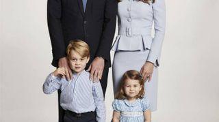 Kate Middleton senza pancione nella cartolina di Natale con George e Charlotte