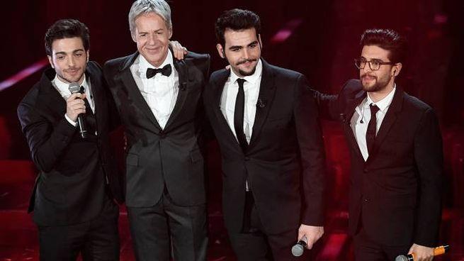 Il Volo sul palco di Sanremo 2018 con Claudio Baglioni (Lapresse)