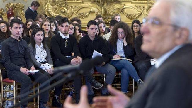 Il presidente Mattarella incontra gli studenti delle scuole superiori (Ansa)