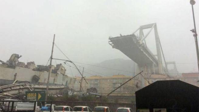 Il ponte crollato a Genova (Ansa)