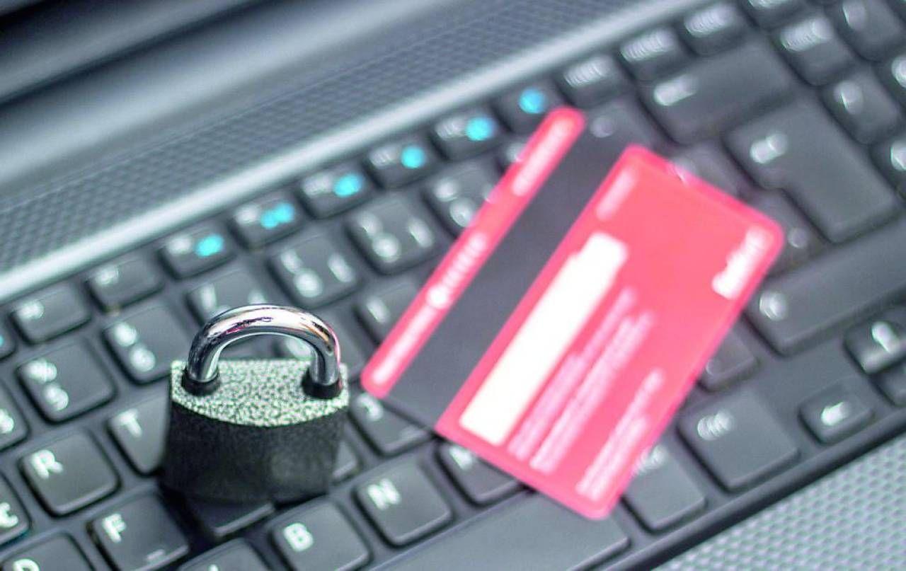 Attenti ai rischi dell'home banking  «Password per ogni operazione  e standard di sicurezza adeguati»