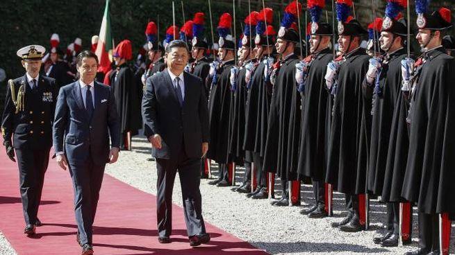 Il premier Giuseppe Conte e il presidente cinese Xi Jinping (Ansa)