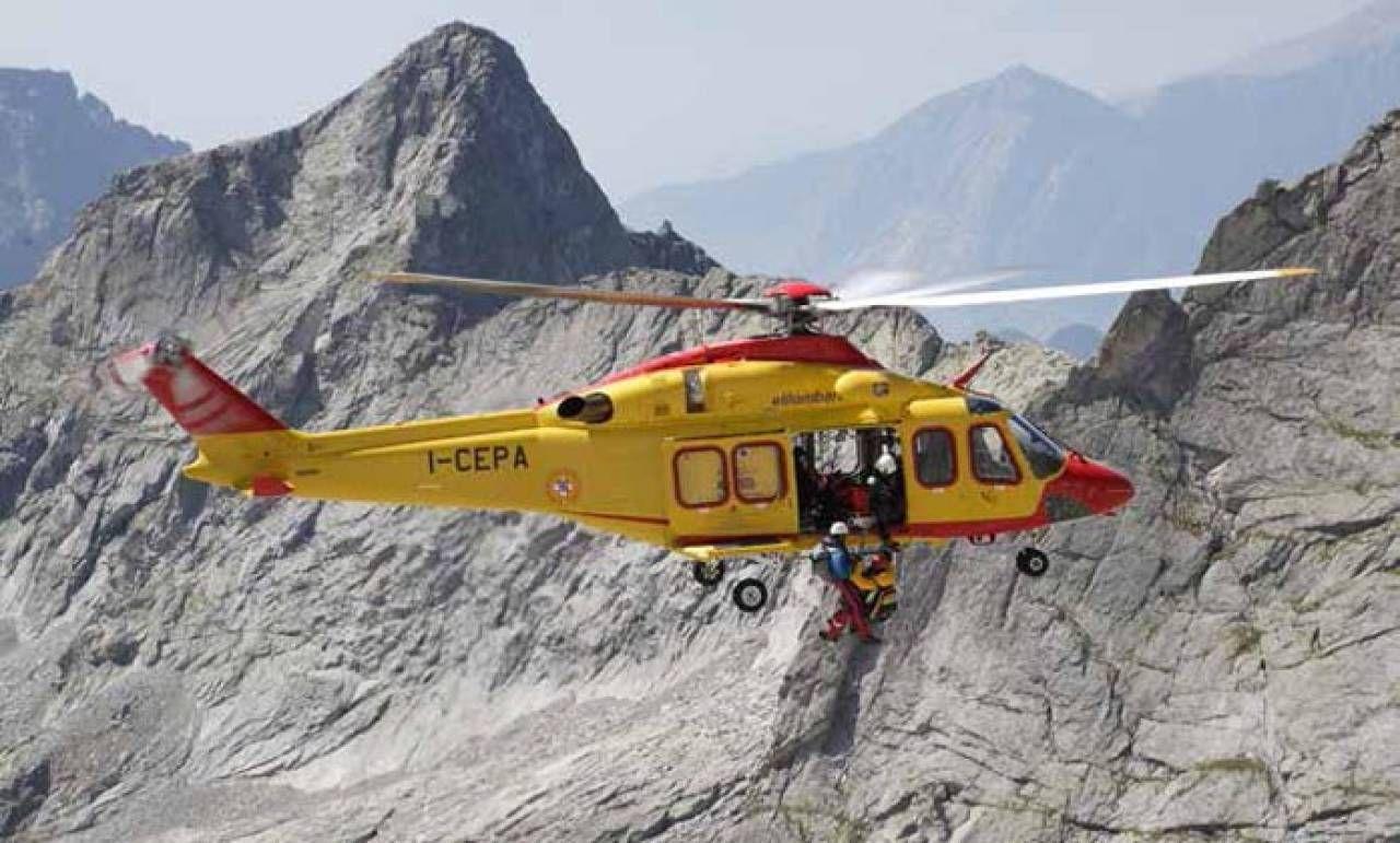 Un elicottero Leonardo AW139 in missione di soccorso
