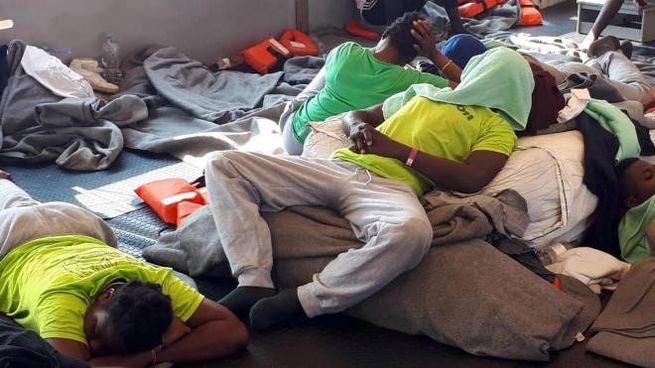 Migranti a bordo della Sea Watch 3 (Ansa)