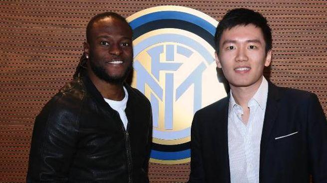 Victor Moses e Steven Zhang (foto ufficiale Inter)