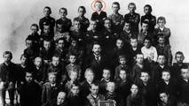 Quinta elementare, scuola di Leonding. Hitler è il bimbo al centro nella fila in alto