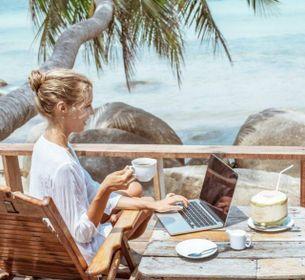 Lo smart working invade le vacanze. Hotel, B&B e chalet diventano uffici