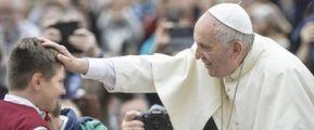 Papa Francesco dimostra sempre una grande tenerezza e attenzione per i più piccoli