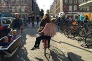 """Amsterdam rinnega se stessa: guerra alle bici  """"Sono troppe, stop ai parcheggi selvaggi"""""""