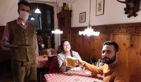 """Covid a Bolzano, turisti al bar dopo le 18. Cinema e teatri aperti: """"Siamo autonomi"""""""