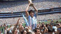 Il genio del pallone che ha segnato un secolo  Ora il calcio piange il più grande di tutti