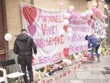 Gli striscioni per ricordare Antonella Sicomoro, suicida a 10 anni