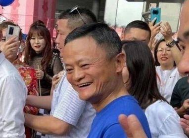 Jack Ma a sorpresa  riappare in pubblico  tra le famiglie di Alibaba