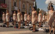 """""""Nude e senza lavoro""""  La protesta delle hostess"""