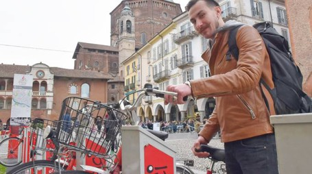 Bike sharing in piazza Vittoria