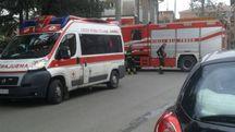 Sono intervenuti ambulanza e vigili del fuoco (Foto Petrone)