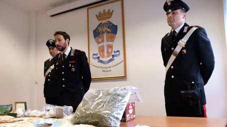 La droga sequestrata ai due spacciatori