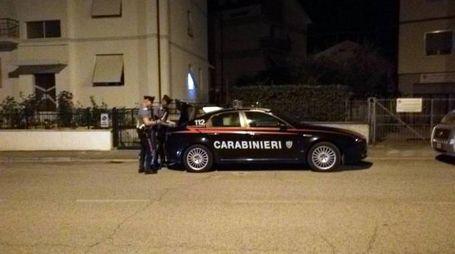 I carabinieri sul luogo del delitto (Foto Ansa)
