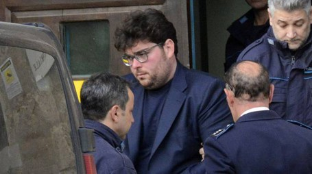 Raffaele Papa con gli agenti di polizia penitenziaria (Foto Aprili)