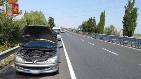 Auto in fiamme sulla superstrada