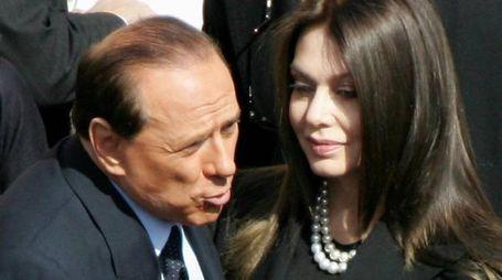 Silvio Berlusconi e Veronica Lario nel 2005, ai tempi del loro matrimonio (Ansa)