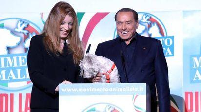 Silvio Berlusconi sul palco con Michela Brambilla (Ansa)