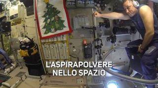 Ecco come si usa l'aspirapolvere nello spazio