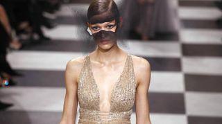 Parigi tra esoterismo e ipnosi, il sogno surrealista firmato Dior
