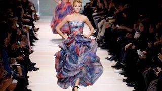 Giorgio Armani, la pura bellezza delle donne-nuvola