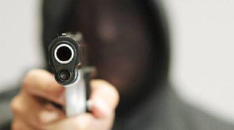 Una pistola (foto archivio)