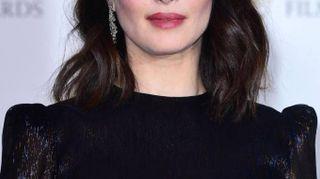 Bafta 2018, da Angelina Jolie a Jennifer Lawrence: nero e spalle nude
