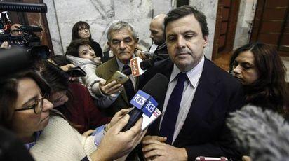 Il ministro Carlo Calenda e il governatore del Piemonte Sergio Chiamparino (Ansa)