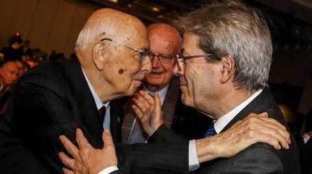 Giorgio Napolitano e Paolo Gentiloni (Ansa)