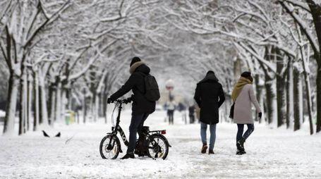 Neve in città (Ansa)