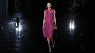 Milano Moda Donna, Prada sfida le insidie della notte