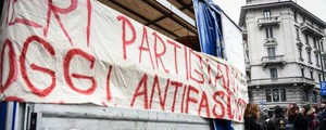 Presidio antifascista in largo La Foppa a Milano (LaPresse)